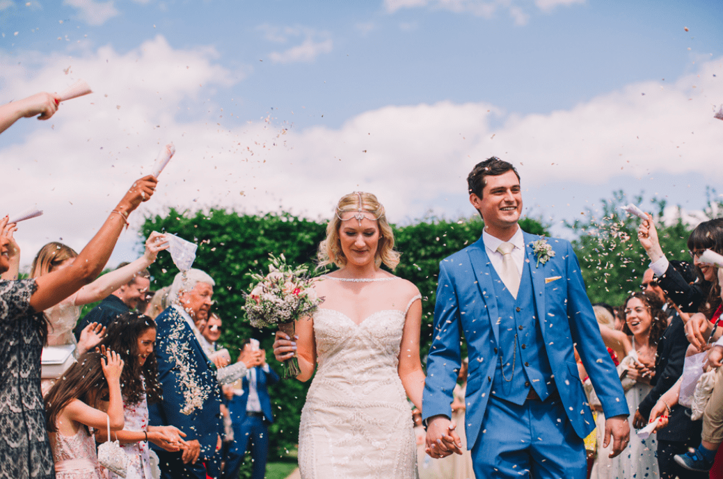 poundon-house-exclusive-weddings-events-retreats-venue-couple-confetti-throwing